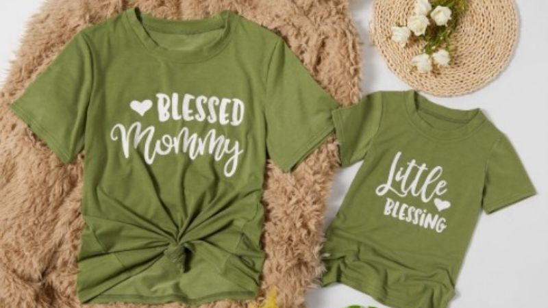 Mother and daughter matching outfits-Matching T-shirts 'blessed'.