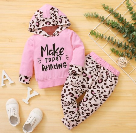 Inexpensive cute baby clothes-Hooded baby clothes set for girls.